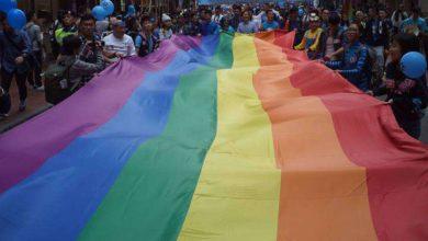 Photo of Bolsonaro assina MP que retira LGBTs das diretrizes de Direitos Humanos