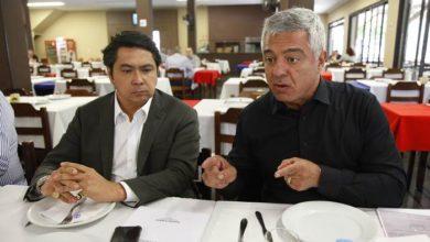 Photo of Empresa acusada de ligação com clã Bolsonaro fechou acordo ilegal de energia com o Paraguai