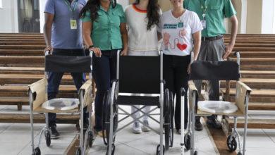 Photo of Unimed Jaboticabal doa cadeiras de rodas e de banho para o Asilo São Vicente de Paulo