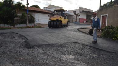 Photo of Prefeitura pavimenta ruas do Jardim das Rosas